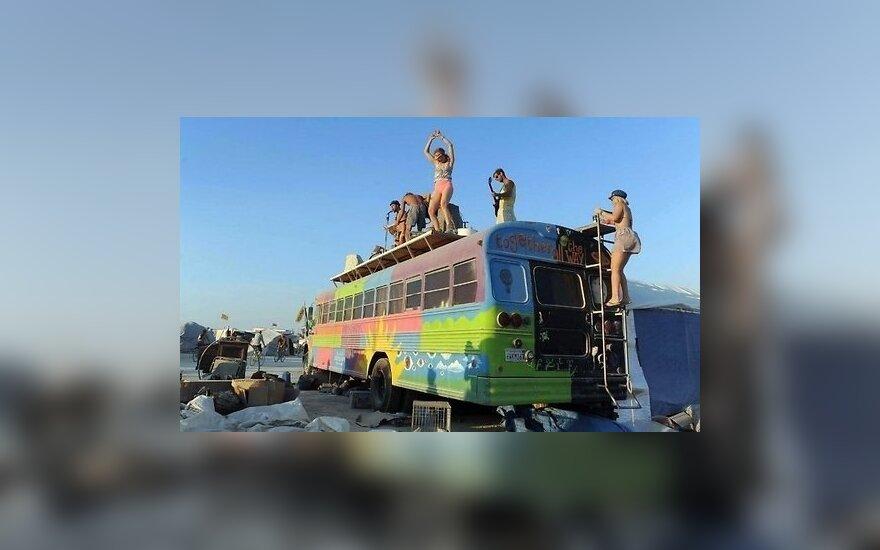 ФОТО: Латвийские модели повеселились на фестивале Burning Man