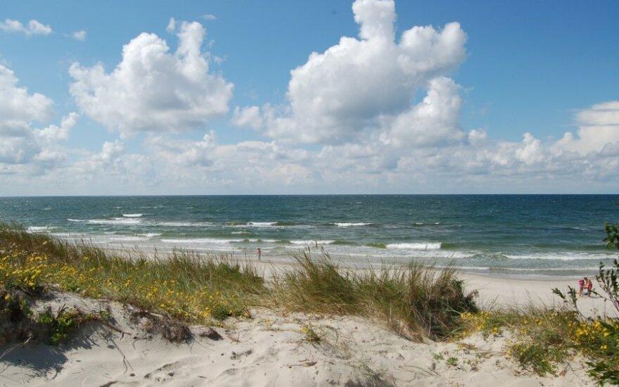 Paplūdimyje, pagal šiuo metu galiojančias taisykles, negalima gerti alkoholio ir rūkyti