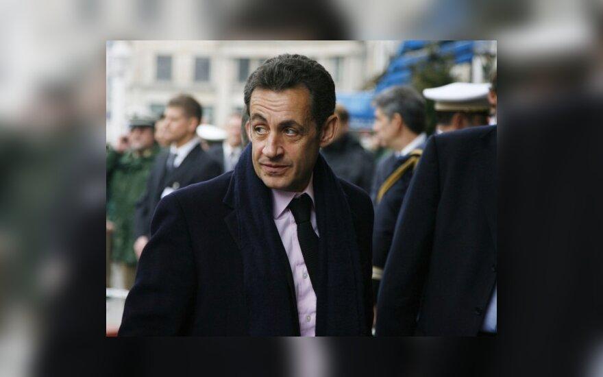 Саркози оскорбил британскую королевскую семью