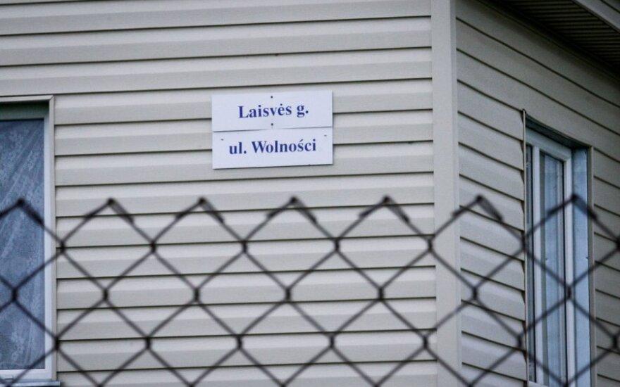Суд потребовал снять двуязычные таблички - быстрых решений не будет