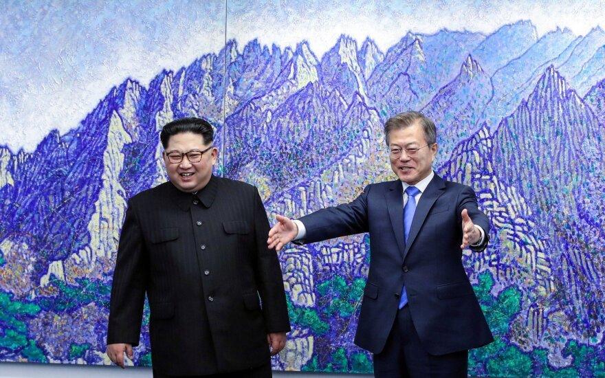 Moon Jae-inas, Kim Jong Unas