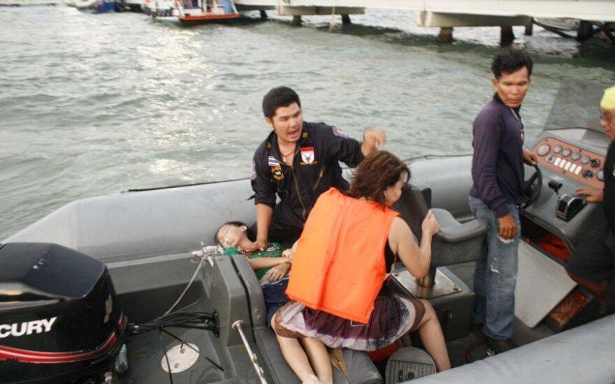 Prie Tailando kurorto nuskendus keltui žuvo mažiausiai trys turistai