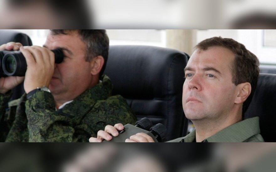 D.Medvedevas stebėjo karines pratybas Kaliningrade