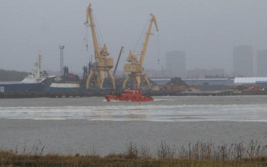 В Клайпеде отколовшаяся льдина унесла в залив 7 рыбаков