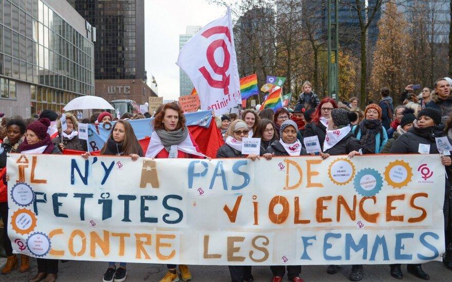По всему миру прошли акции против насилия в отношении женщин