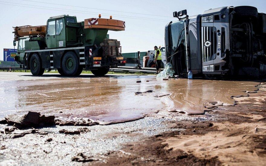 ВИДЕО: В Польше автотрассу затопило тоннами шоколада