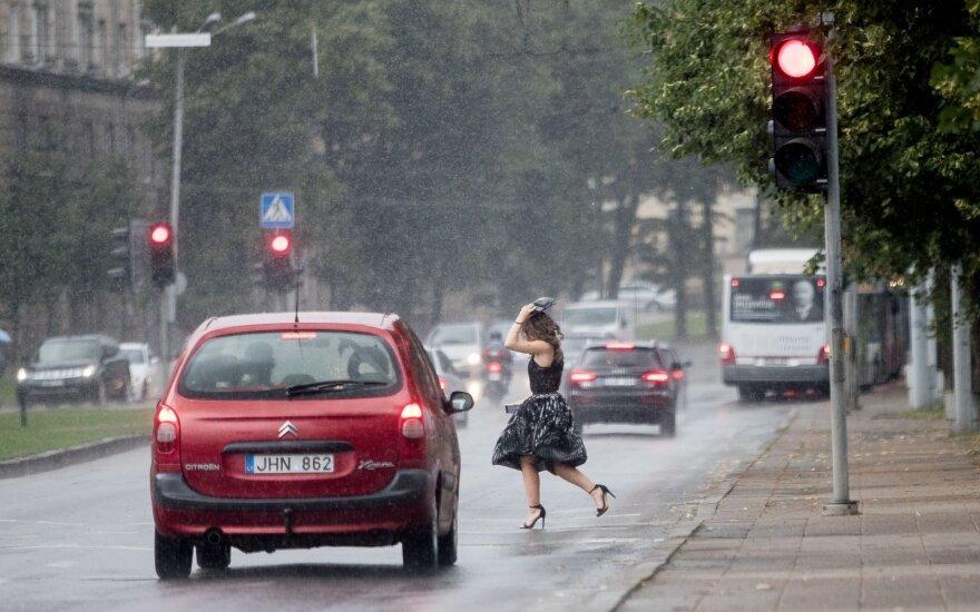 Погода: после жаркого дня пойдут ливневые дожди