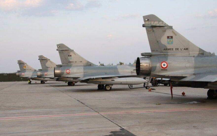 """Prancūzijos karinių oro pajėgų naikintuvai """"Mirage-2000"""""""