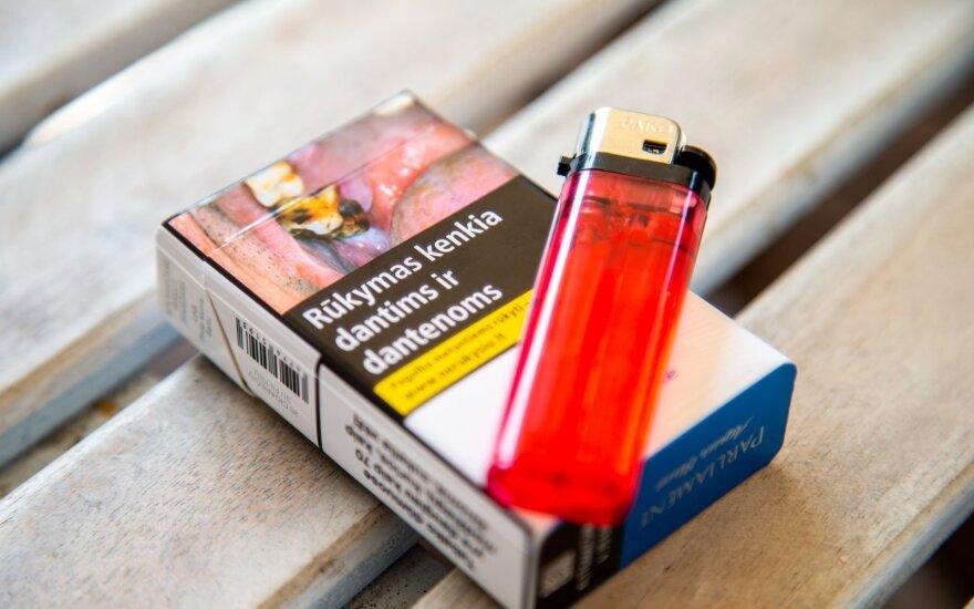 Житель Франции увидел фото своей ампутированной ноги на пачке сигарет и возмутился