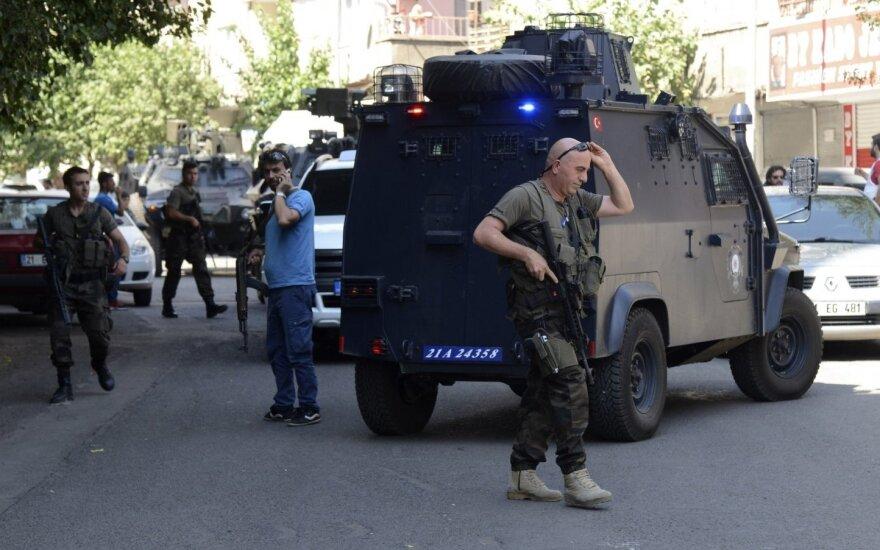 Турция: при взрыве на КПП погибли двое полицейских