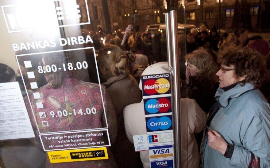 С четверга будут работать уже 25 отделений банка Snorаs