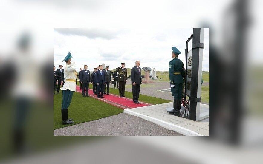 Берзиньш открыл в Казахстане памятник репрессированным из Латвии