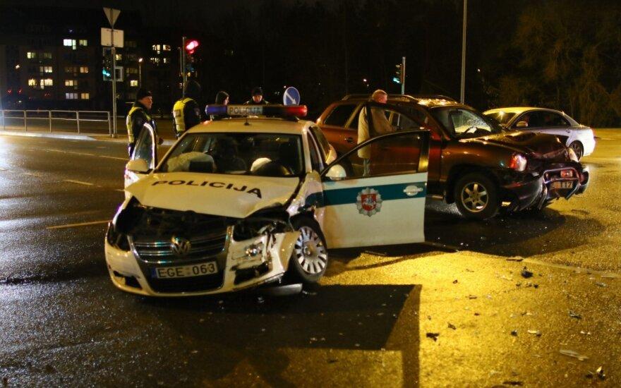 В Вильнюсе в ДТП попали спешившие по вызову полицейские
