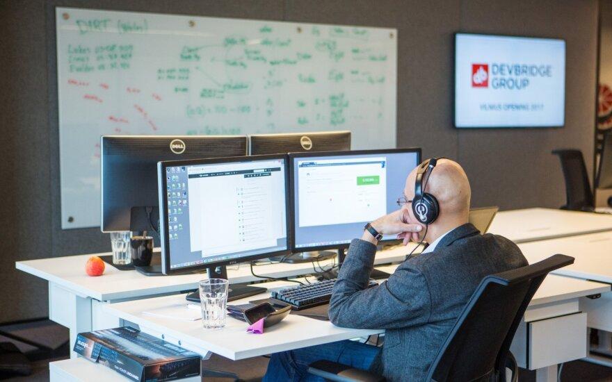 Компания в Литве: работникам платят по 2000 евро