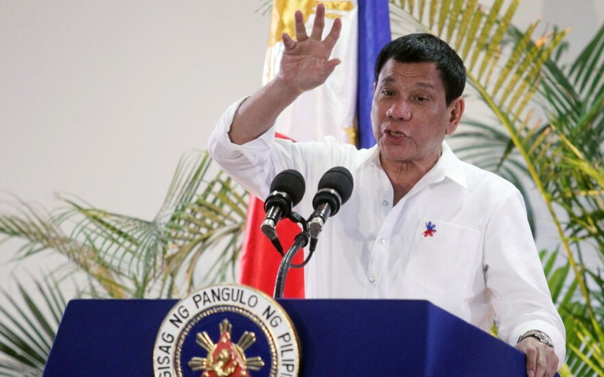 Президент Филиппин приостановил войну с наркотиками и взялся за коррупцию