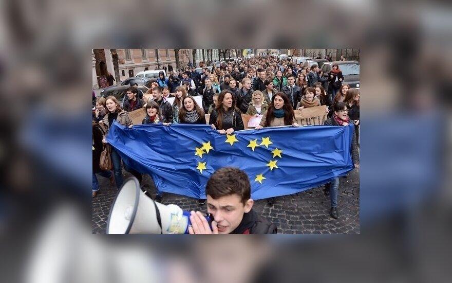 Луценко: украинцам мало митингов, они созрели к штурмам