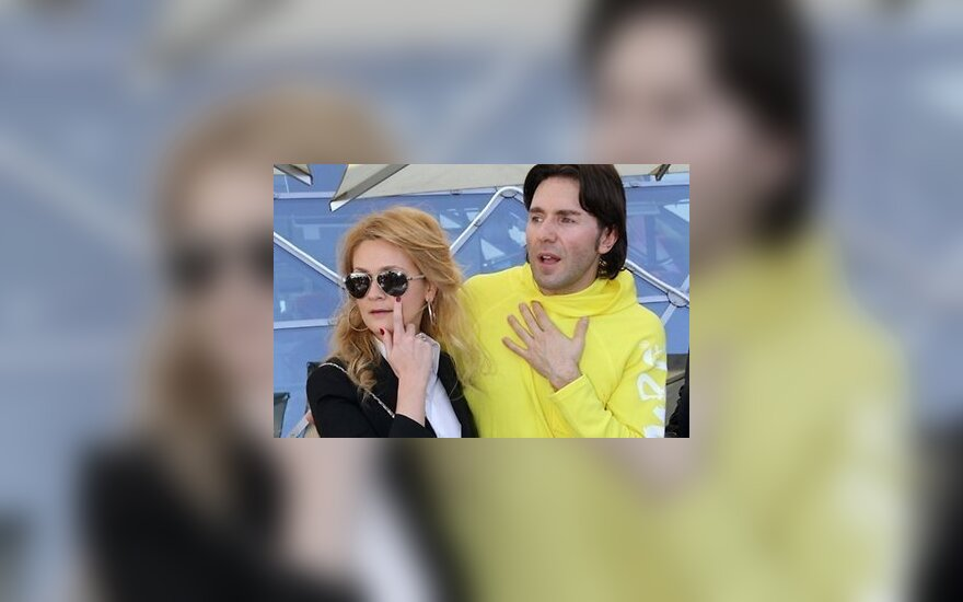 Супруга Андрея Малахова поставила мужа в угол