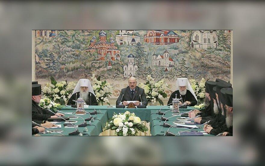 Лукашенко: в белорусских храмах должны служить священники-белорусы