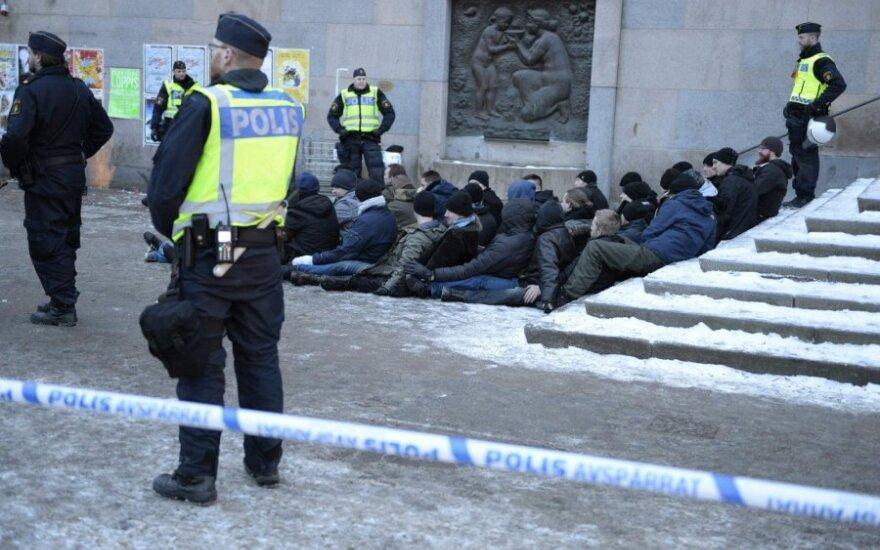 В Швеции около 100 человек в масках напали на мигрантов
