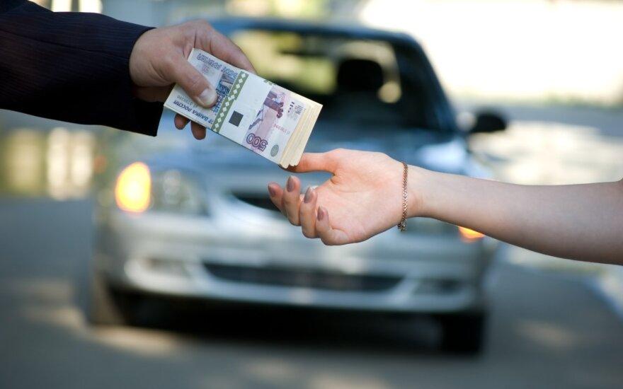 Мужчина рассказал об обмане: продавец машины неверно указал и сумму и фамилию