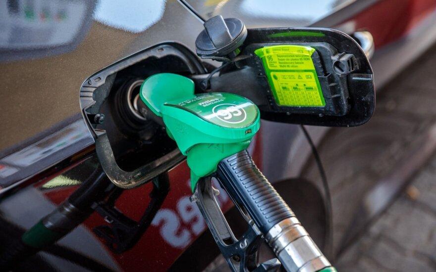 Растут цены на горючее: цена на дизельное топливо почти сравнялась с ценой на бензин