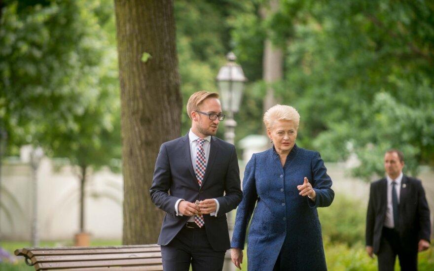 Kadenciją baigusi Dalia Grybauskaitė ir jos patarėjas Liudas Zakarevičius.