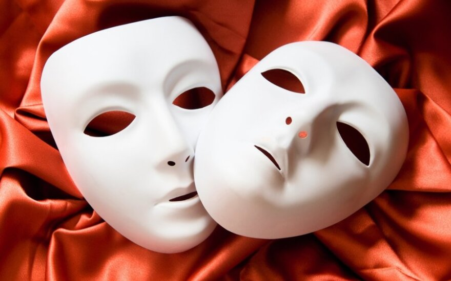 Спектакли московских театров покажут на YouTube