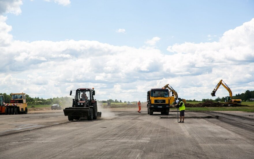 Взлетно-посадочную полосу Вильнюсского аэропорта заасфальтируют досрочно