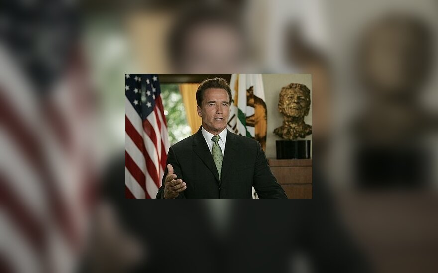 Шварценеггер ввел в Калифорнии чрезвычайное положение