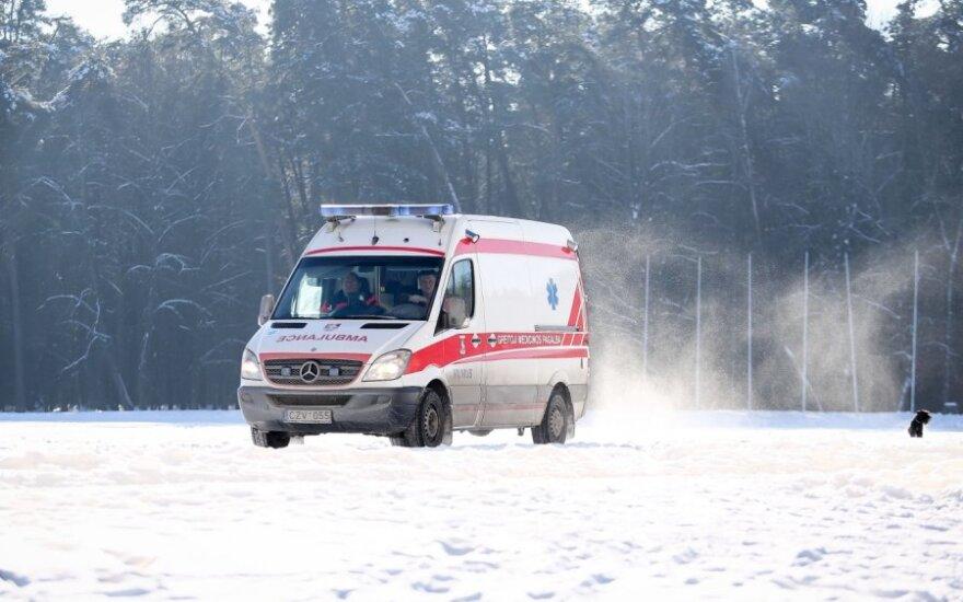 В карете скорой помощи скончалась 18-летняя девушка