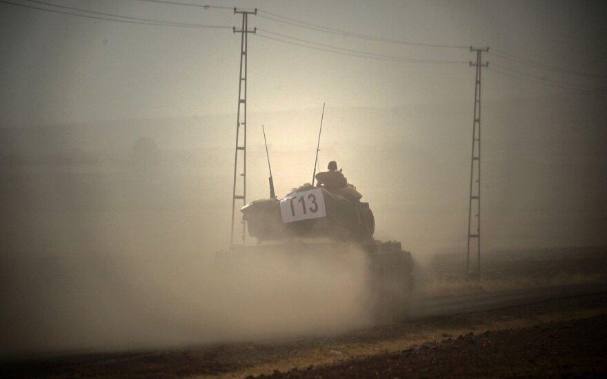 Мирные жители Сирии бегут от наступающих турецких войск