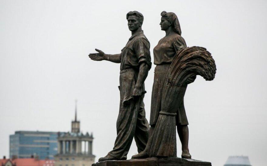 Pa pa, sowieckim rzeźbom na Zielonym moście