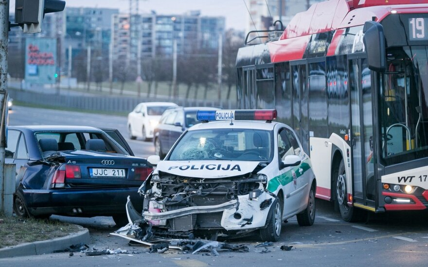 В Вильнюсе водитель не услышал звук полицейской сирены