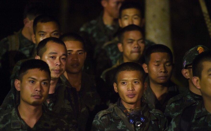 Tailando kariai, ieškoję urve įstrigusių vaikų