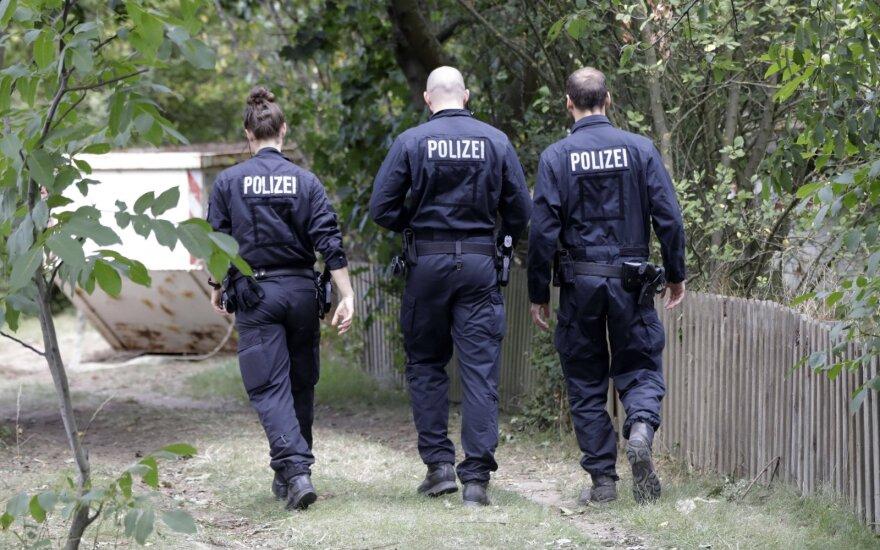 Полиция Берлина ведет 40 дел против праворадикальных коллег