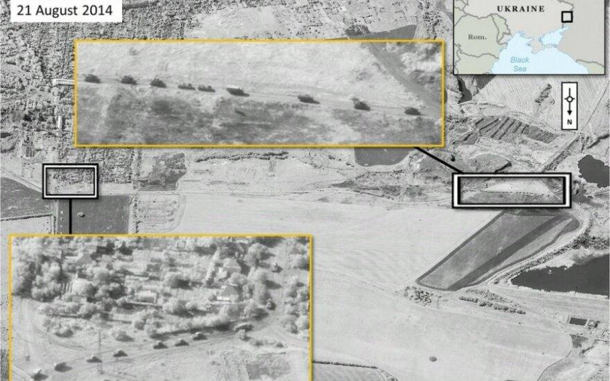 NATO išplatino palydovines nuotraukas, kuriose matyti sunkiaisiais ginklais apginkluotos Rusijos kovinės pajėgos Ukrainos teritorijoje