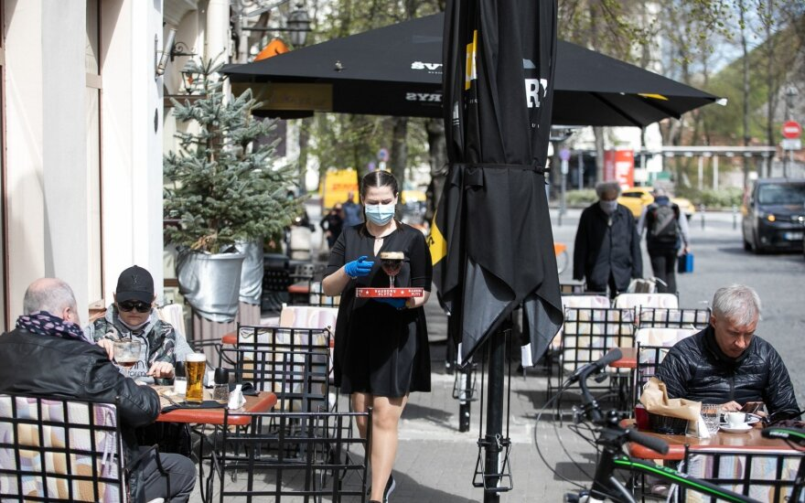 В Литве открылись уличные кафе: клиентов больше, чем свободных мест