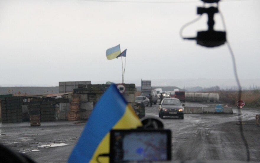Visur Rytų Ukrainoje stovi blokpostai, kur tikrina mašinas ir keleivius