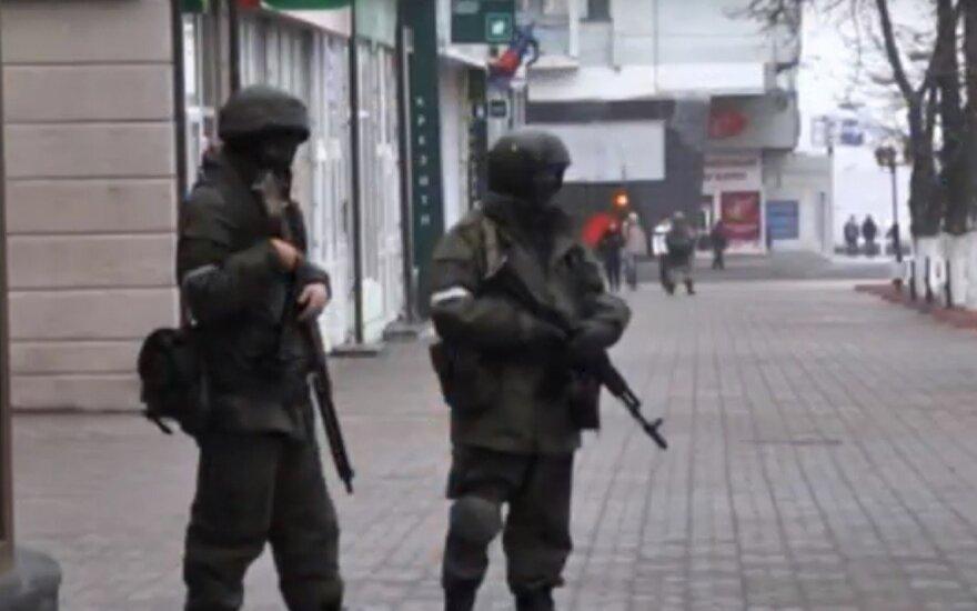 """Вооруженные люди заняли центр Луганска после отставки """"главы МВД"""""""