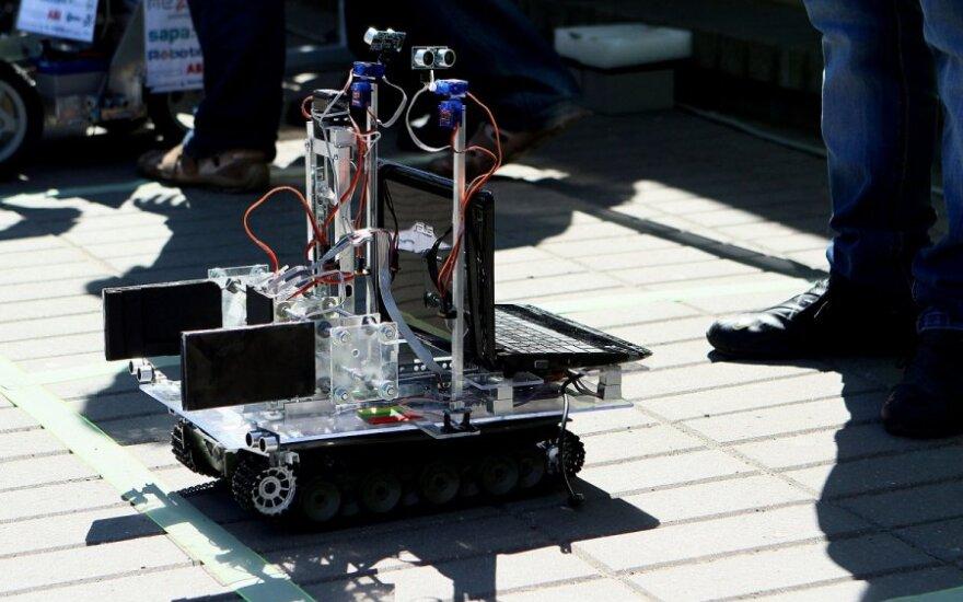 """KTU robotų kūrėjų varžybos """"Robotų intelektas"""""""
