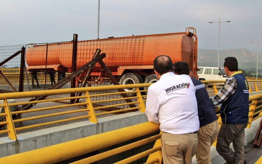 Венесуэла закрыла участок границы с Колумбией, откуда должна была прибыть гуманитарная помощь из США