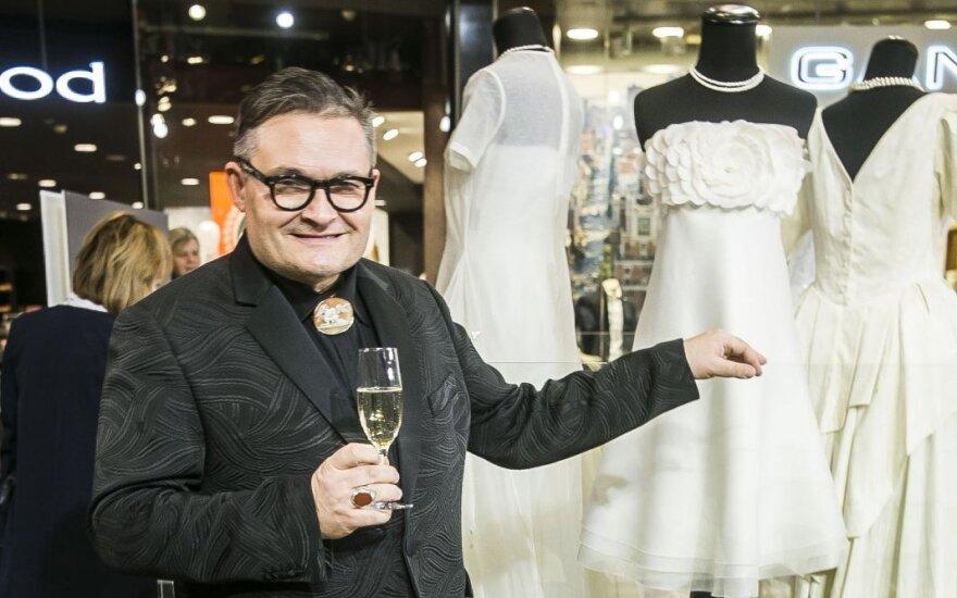 Васильев в Вильнюсе открыл выставку подвенечных платьев