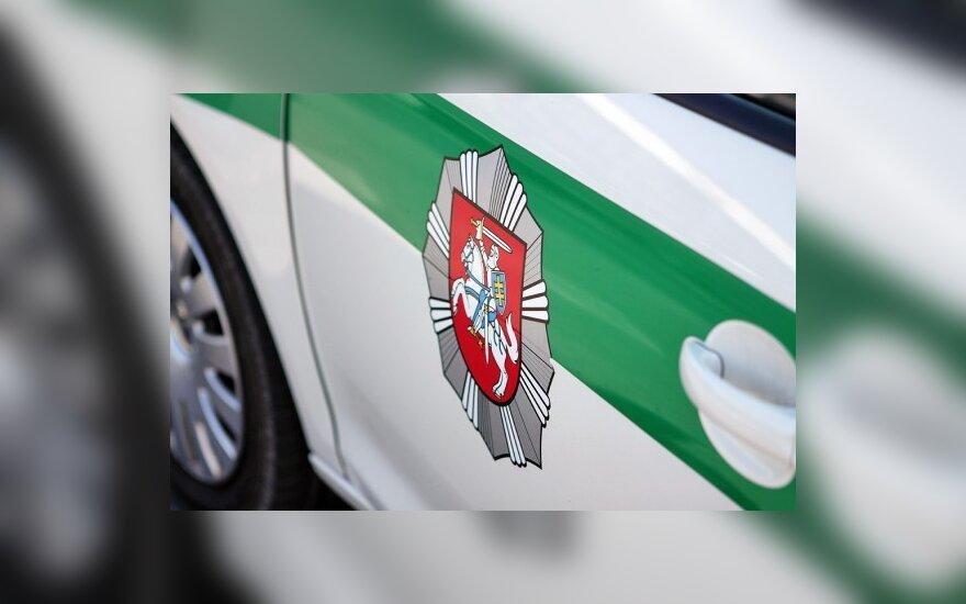 Полиция вызволила молодого человека из багажника машины