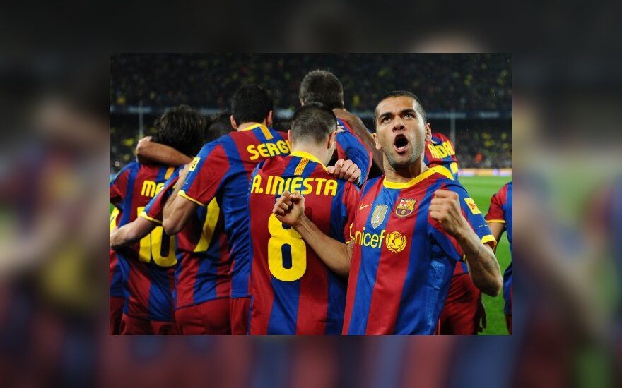 "D.Alvesas ir ""Barcelona"" futbolininkai triumfuoja po įvarčio"