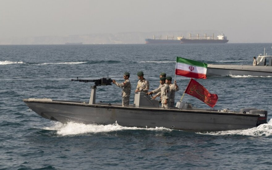 Irano laivai Hormūzo sąsiauryje