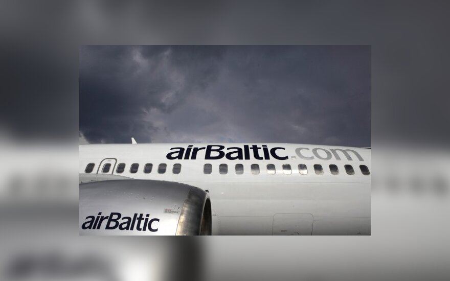 Самолет airBaltic совершил вынужденную посадку