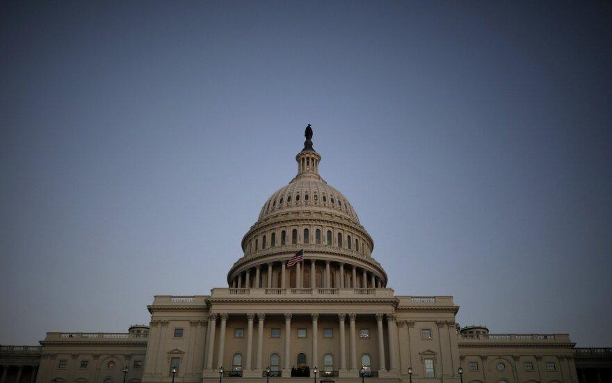 В Белом доме перестали отвечать на звонки, Статую Свободы закрыли