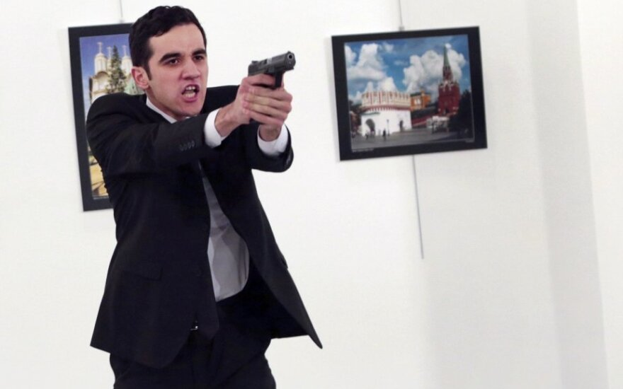 Turkijoje nušautas Rusijos Ambasadorius Andrejus Karlovas