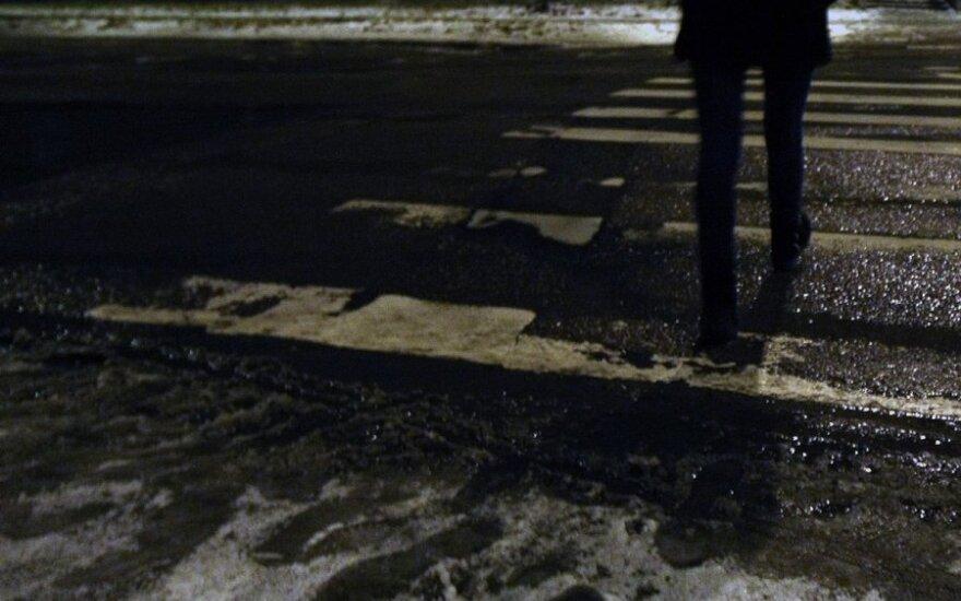 В Паневежисе автомобиль сбил насмерть женщину