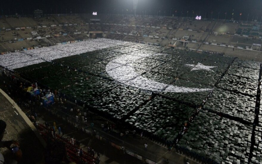 24 tūkst. pakistaniečių suformavo šalies vėliavą
